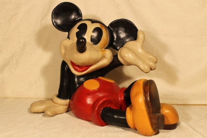 WDP, Mickey Mouse Reclining Figure