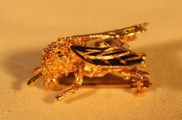 Bee Shape 14kt Gold Brooch pin