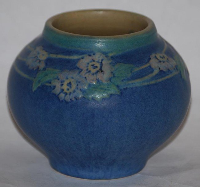 11: Newcomb College Pottery 1924 Vase (Bailey)