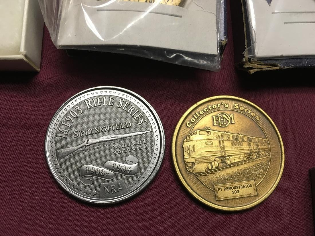 Estate Pocket Knives and Medals - 9