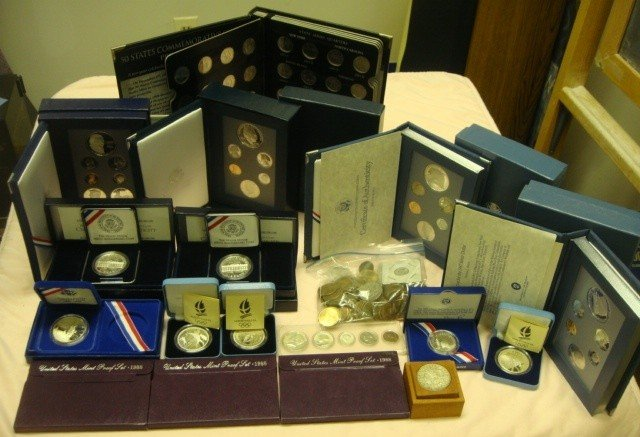7: Collection of Coins including 17 pieces & bag of coi