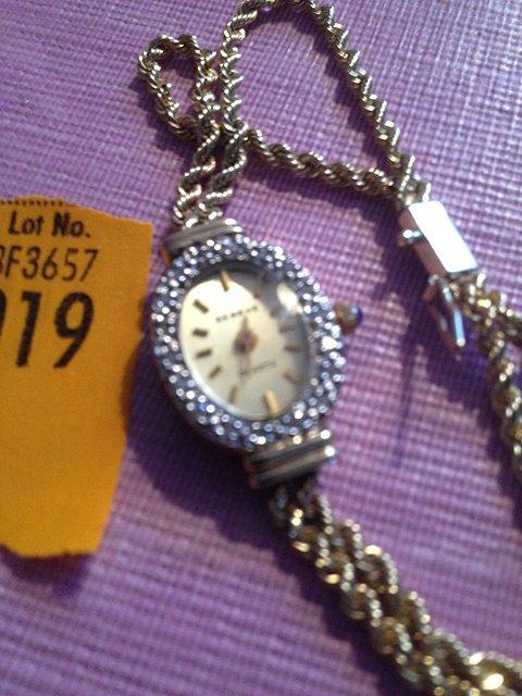 19: 14 Kt. Gold Ladies Wrist Watch