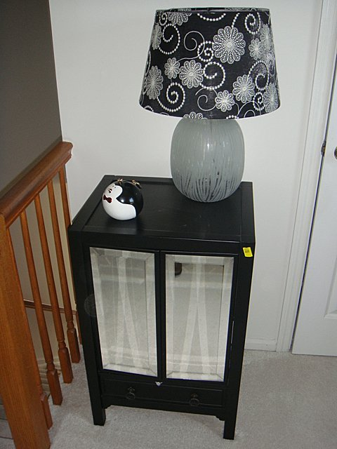 2 Door Mirrored Black Lacquer Stand with Lamp and