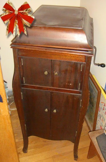 St. Jude Item: Vintage Estate Hand Wind Victrola