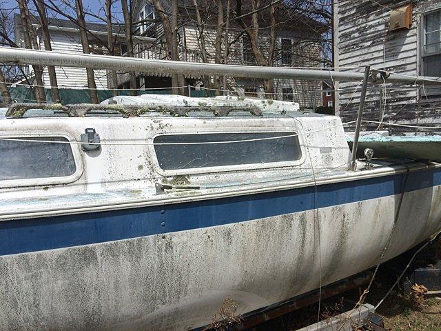 23 Ft. Aquarius Sailboat - 4