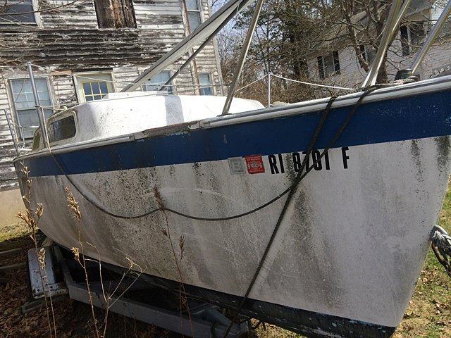 23 Ft. Aquarius Sailboat - 9