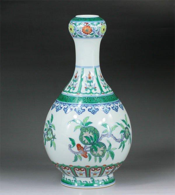 10: Chinese Doucai garlic-shaped mouth Vase