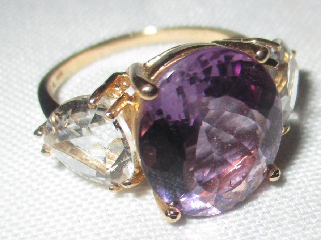 14K Yellow Gold Lady's Ring with Amethyst