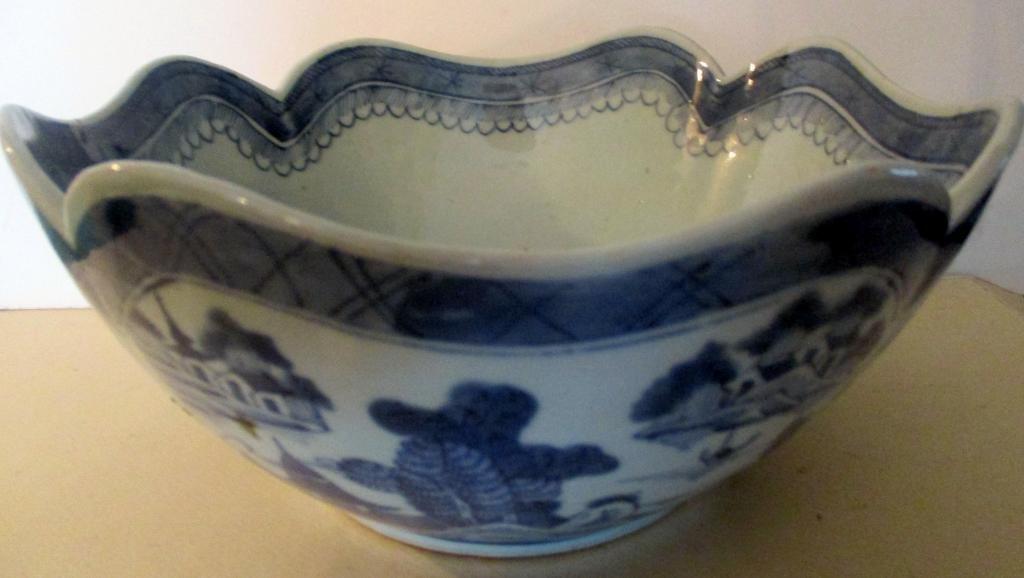 Antique Chinese Canton Cut Corner Bowl