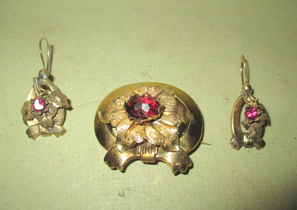 Victorian Set of Jewelry