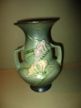 Roseville Vase (Freesia)