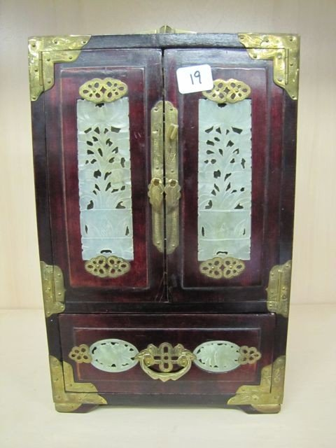 19: Oriental Jewelry chest w/ MOP inlay and doors
