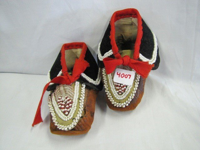 4007: Pair Indian childs Moccasins w/ beads