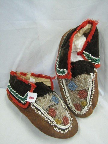 4011: Pair Indian childs Moccasins w/ beads