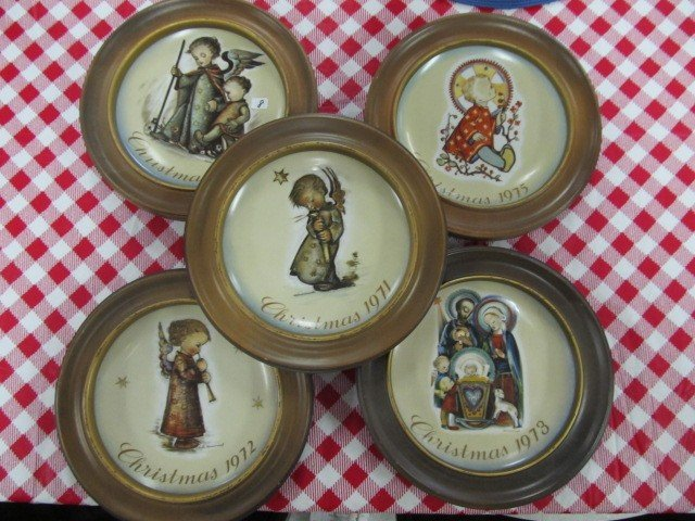 8: Set of 5 Hummel christmas plates