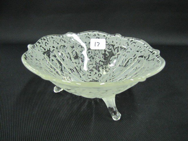 """17: Fenton Ming 7"""" 3-footed bowl"""