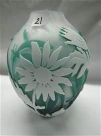 "21: Kelsey Murphy cameo glass 7"" vase w/ sunflowers"
