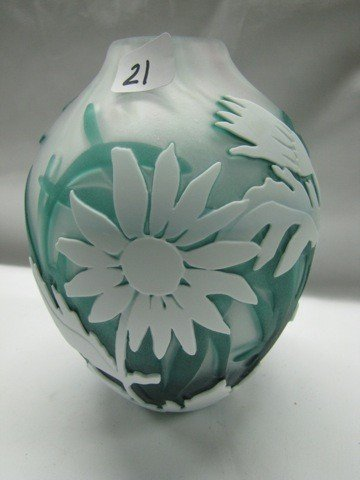 "21: Kelsey Murphy cameo glass 7"" vase w/ sunflowers"