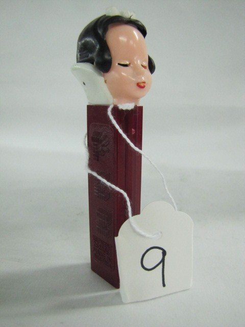 9: Pez dispenser - Snow White