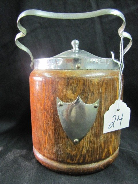24: Wooden ice bucket