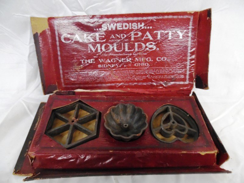 Vintage Wagner Ware Cake & Patty Moulds In Original Box