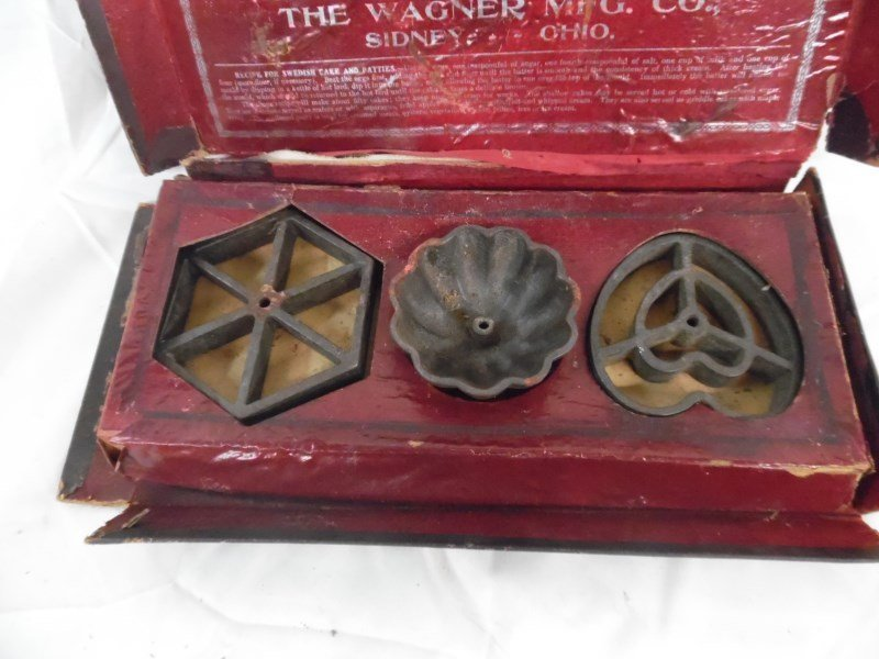 Vintage Wagner Ware Cake & Patty Moulds In Original Box - 3