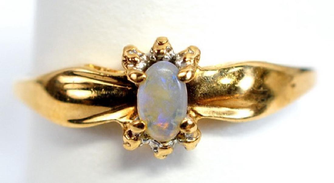 Ladies 10K Yellow Gold Opal Ring