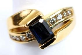 Ladies Sapphire & Diamond ring 14K