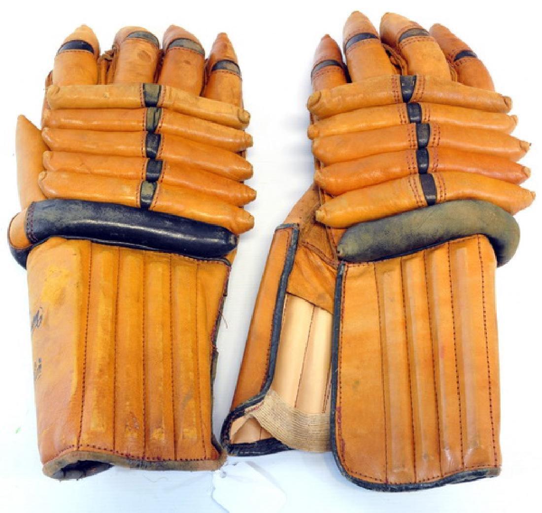 Vintage Ice Hockey Gloves Model Sss7