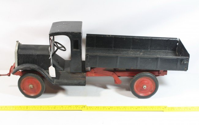 28: Keystone Dump Body Truck