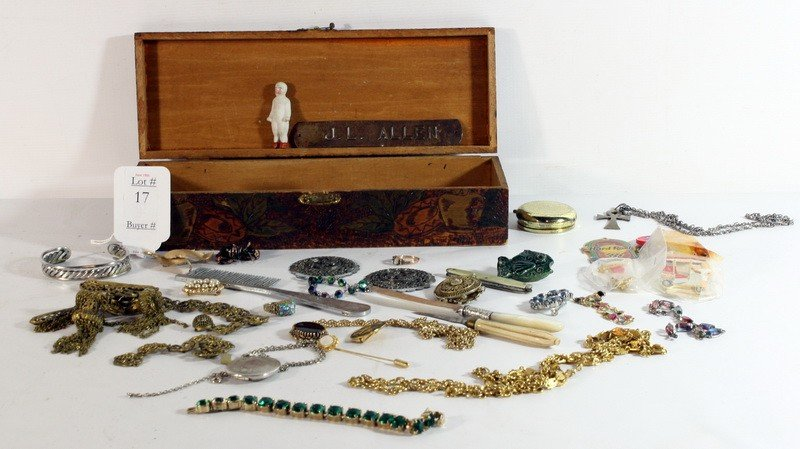 17: Vintage jewelry lot in wooden box