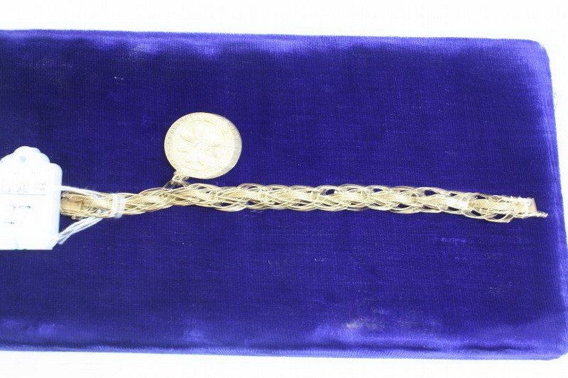 27A: 14 Kt. Bracelet with charm 14 DWT