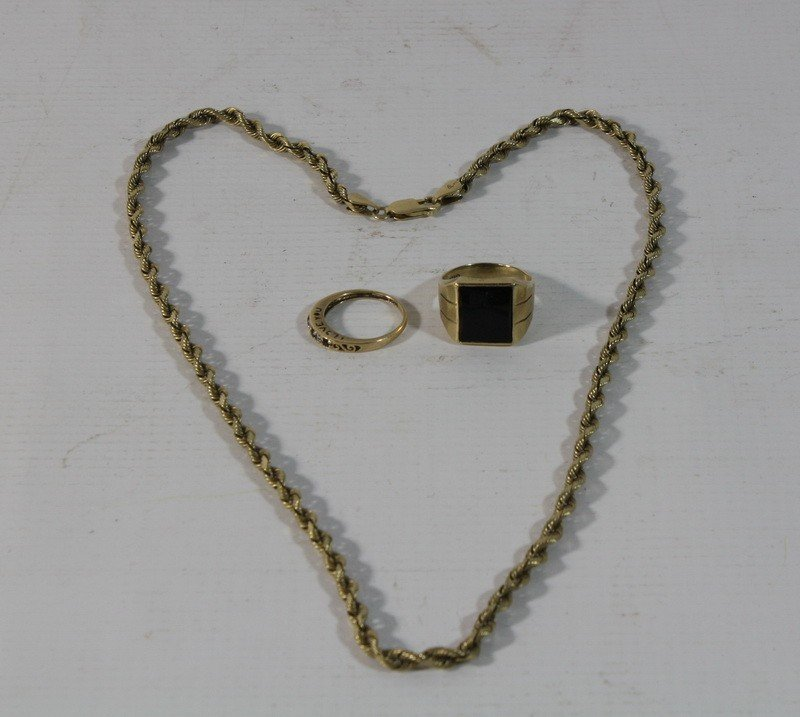 4: 10Kt. Gold Jewelry Lot including rings and necklaces