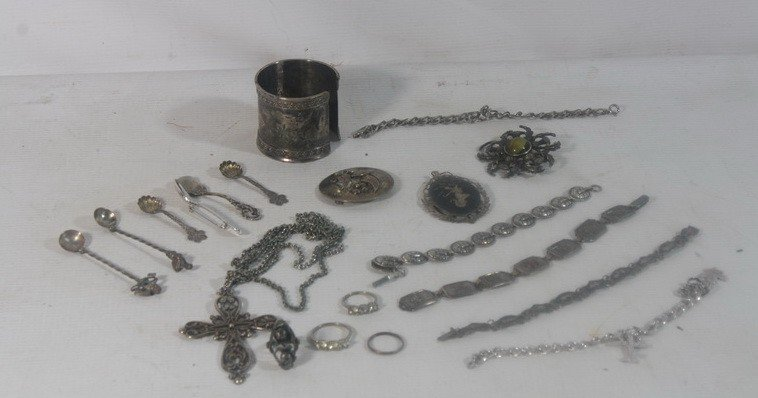 28: Sterling silver jewelry lot