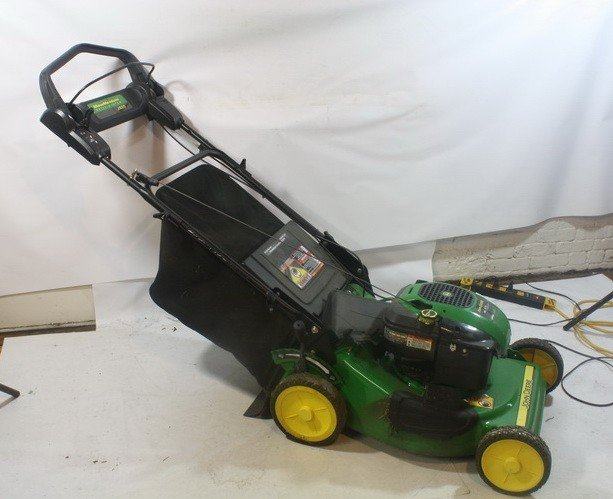16: John Deere JS25 Push Mower With Bag attachment