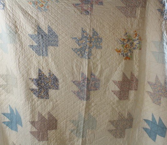 19A: Ivory 'Maple Leaf' Pattern Quilt