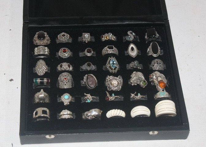 81: Silver ring display with sterling rings