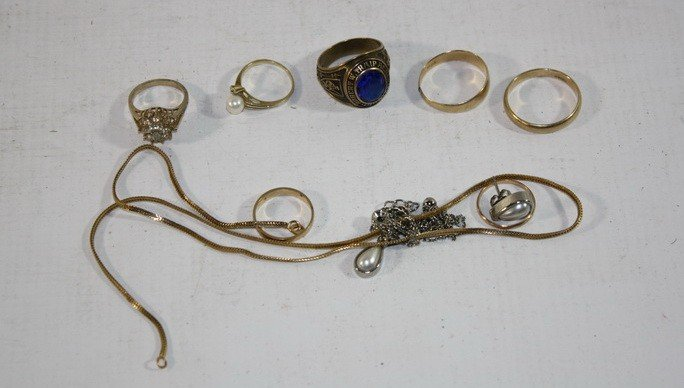 2: Jewelry Lot including 7.71 DWT 10kt Gold Rings, 11.5