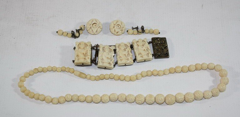 11A: Ivory and silver bracelet and earrings set