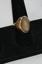 4: 10kt. gold ring with stone