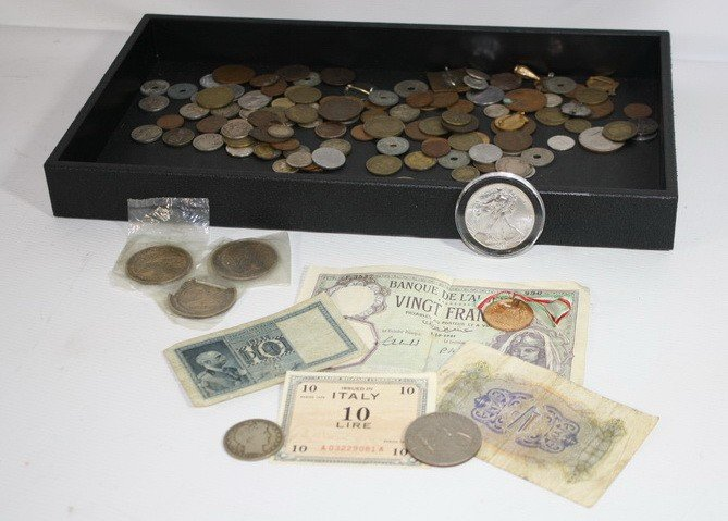 13: Coin and papermoney lot, US and Foreign