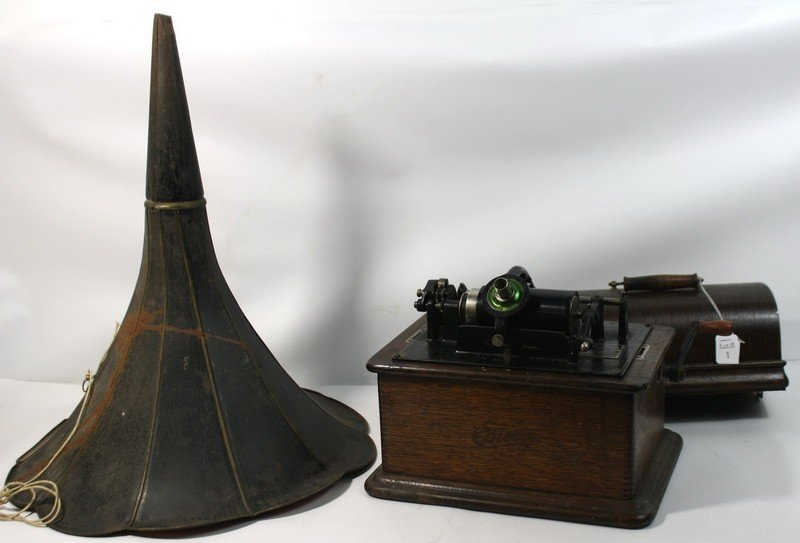 """1: Edison Victrola with horn in working condition 18"""""""
