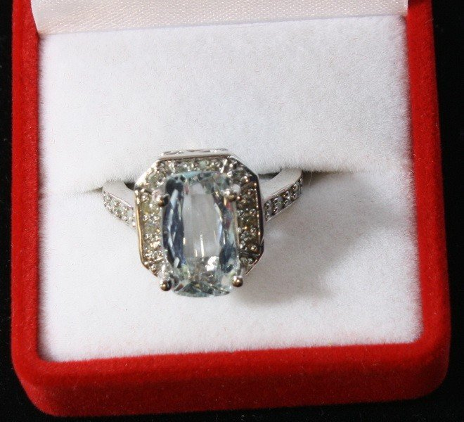 7: 14kt. Aquamarine and Diamond ring with appraisal of