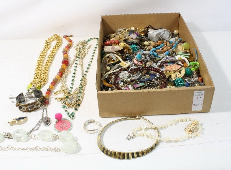 19: Costume jewelry lot