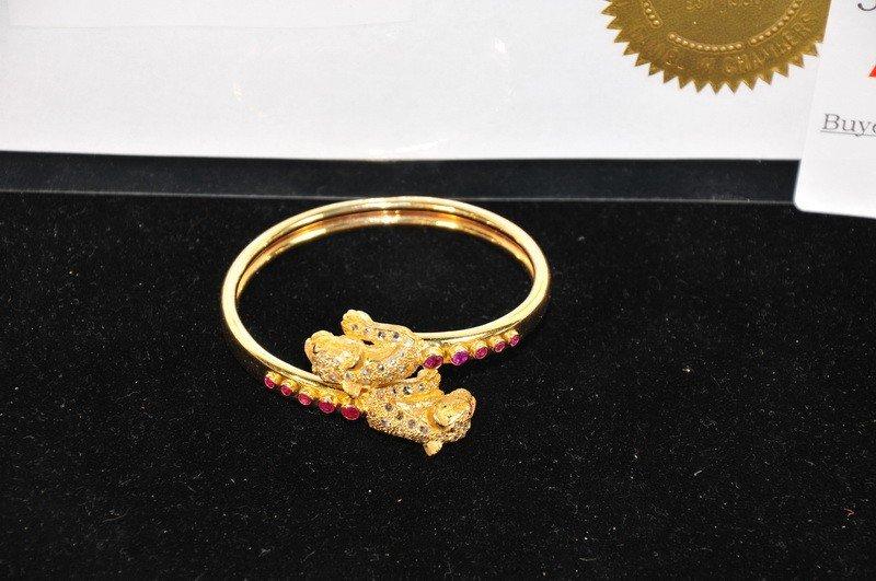 510A: Handmade 18kt. gold flexible bangle with Lion mot