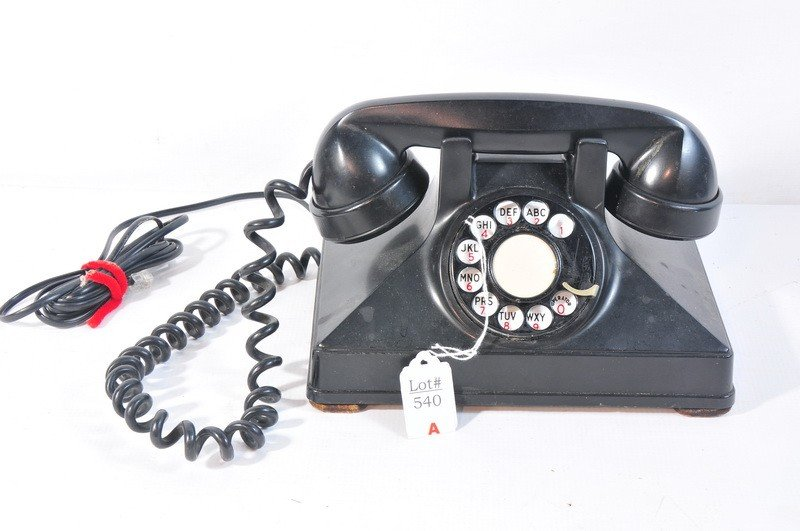 540A: Bakelite Black rotary phone with cradle and cords