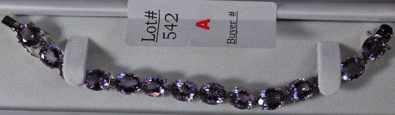 542A: 55 ct.orchid Amethyst bracelet set in sterling si