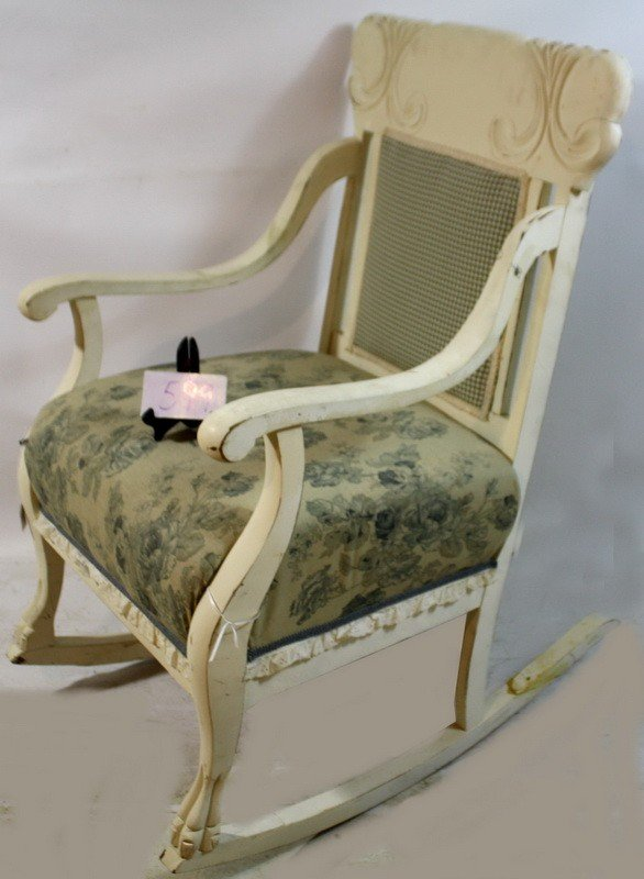 599: White old rocking chair with cloth checker pattern