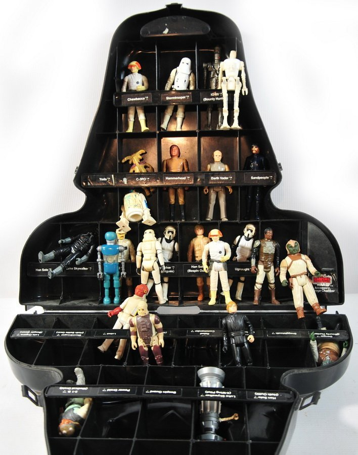49A: Darth Vader case with 25 Star Wars figures