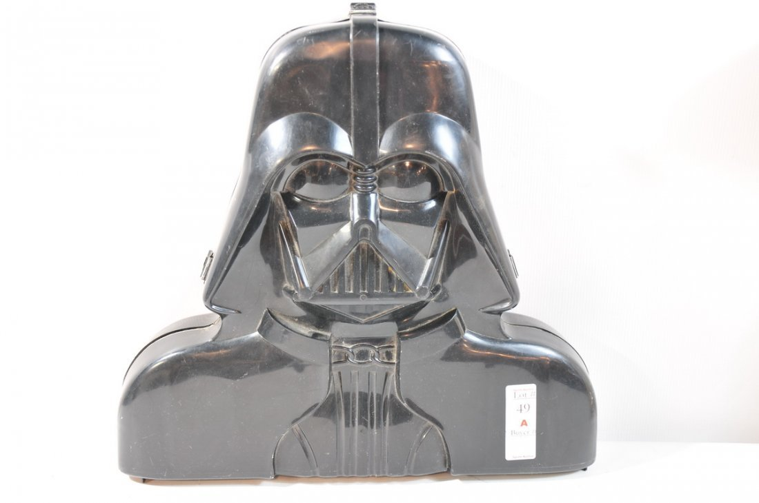 49A: Darth Vader case with 25 Star Wars figures - 2